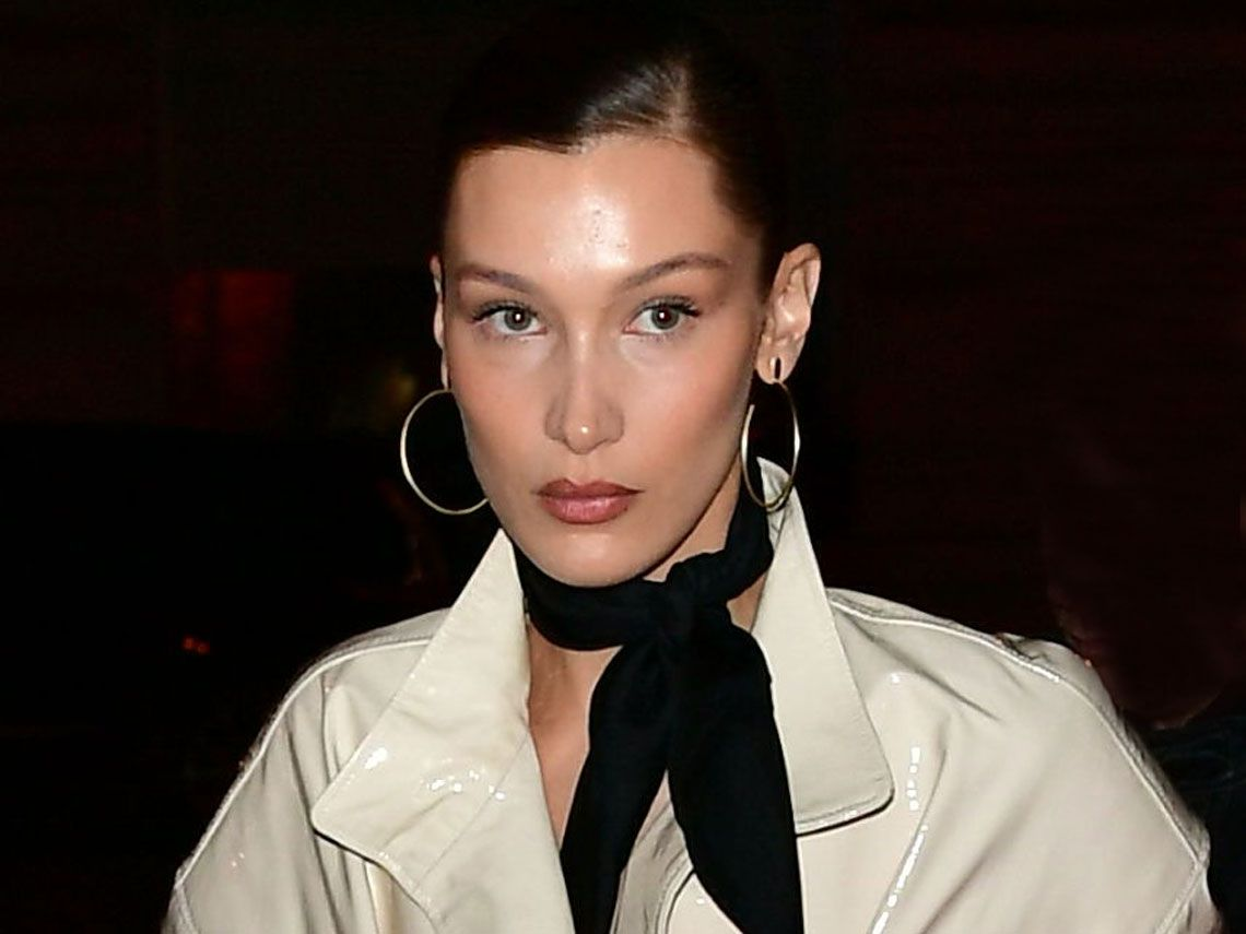 Bella Hadid con total look Vuitton