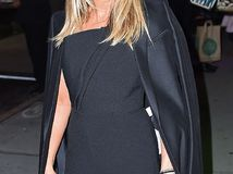 Jennifer Aniston se rinde al jumpsuit