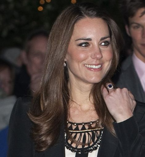 Kate Middleton, largo y castaño