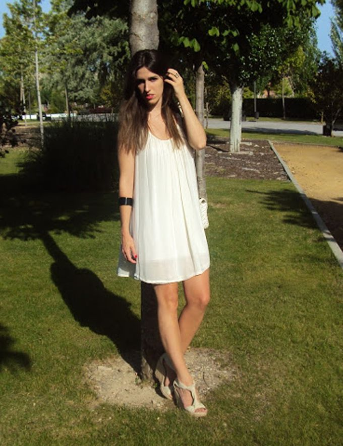 Little white dress y cuñas de esparto