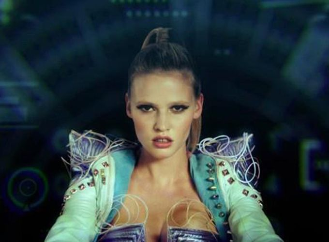 Lara Stone vs. Hot Chip