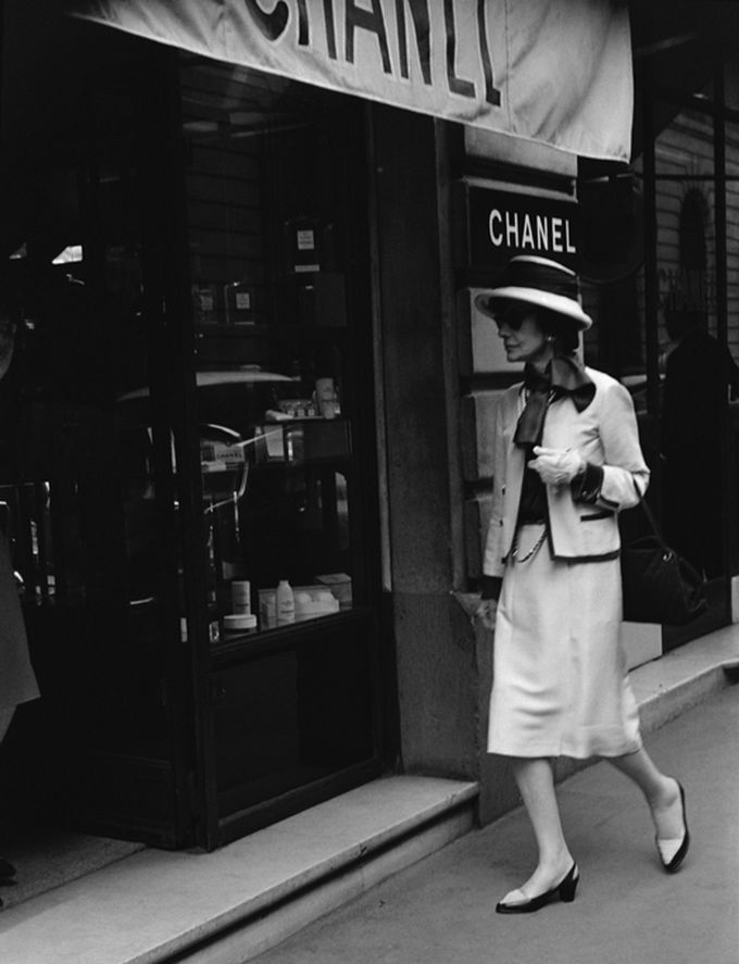 Coco Chanel en su boutique.