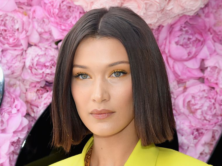 Bella Hadid luce un Glass Hair