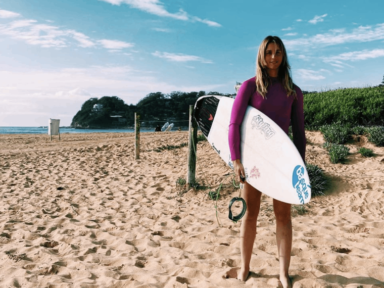 leti canales surfista