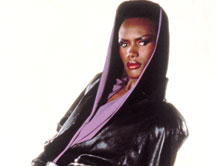 Atelier Versace : ¿Inspiración Grace Jones o Kylie Minogue?