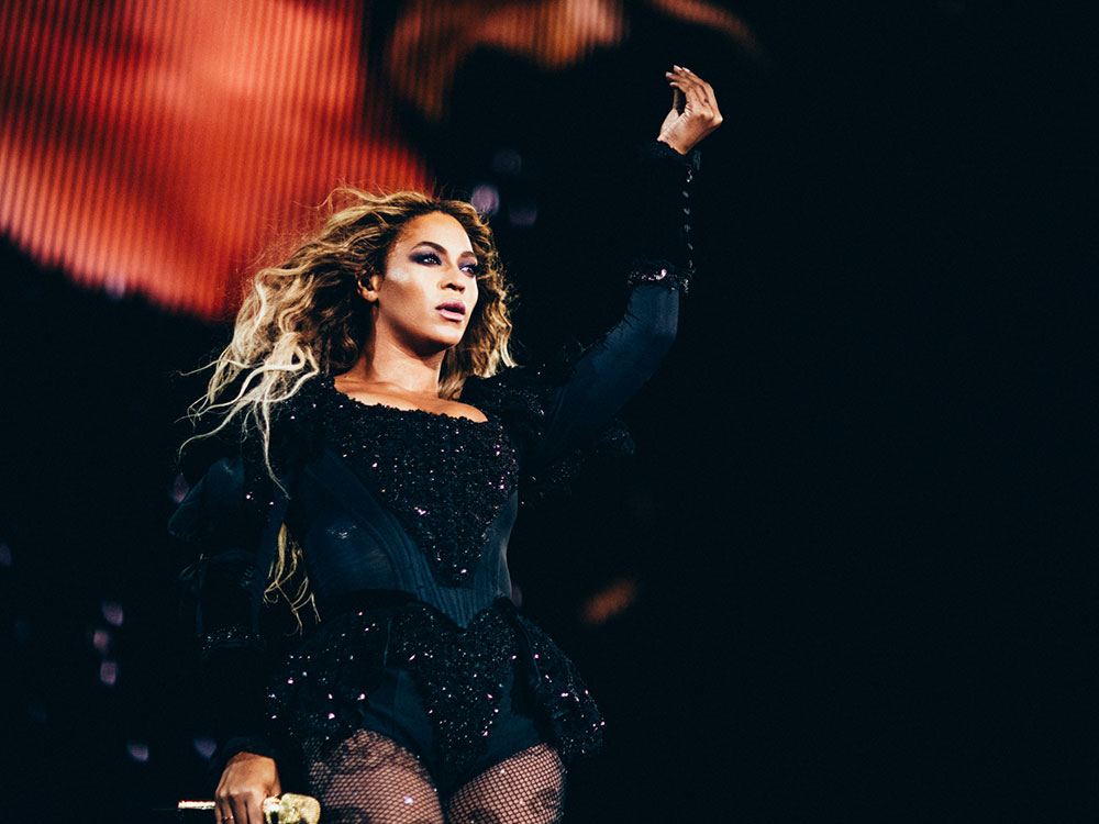 Beyoncé arrasa con un look working girl